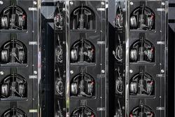 McLaren Mercedes, Headphones
