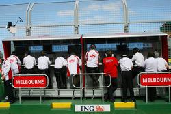 Super Aguri F1 Team, Pit Gantry