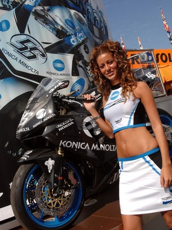 A lovely Konica Minolta Honda girl