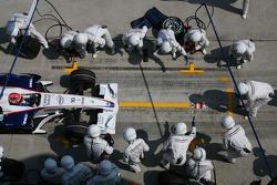 Robert Kubica, BMW Sauber F1 Team, F1.07 pitstop