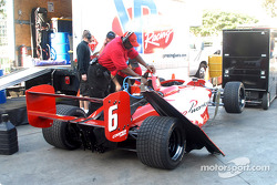 Équipe Sierra Sierra ravitaille la voiture Raphael Matos