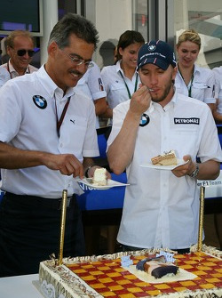 Dr. Mario Theissen, BMW Sauber F1 Team, BMW Motorsport Director and his team celebrate Nick Heidfeld, Birthday