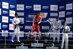 Jorg Muller, BMW Team Germany, BMW 320si WTCC, James Thompson, N Technology, Alfa Romeo 156 , Andy Priaulx, BMW Team UK, BMW 320si WTCC