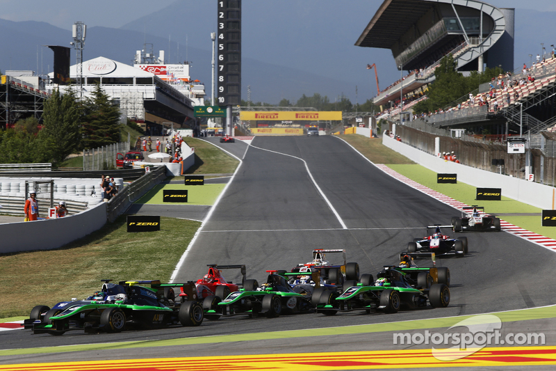Alex Fontana, Status Grand Prix,领先于方骏宇,Koiranen GP, Sandy Stuvik, Status Grand Prix和Seb Morris, Status Grand Prix