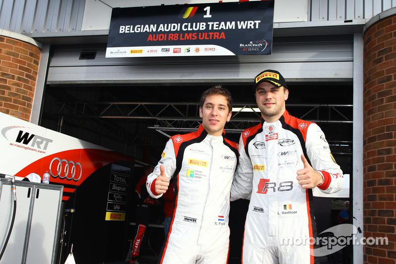 Pole-Sitter: Robin Frijns und Laurens Vanthoor, Belgian Audi Club Team WRT, feiern