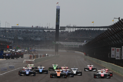El incio de la carrera: Sean Rayhall, 8 Star Motorsports, lidera al grupo