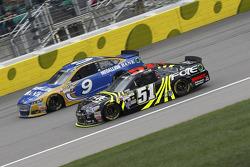 Sam Hornish jr., Richard Petty Motorsports, Ford, und Justin Allgaier, HSCott Motorsports, Chevrolet