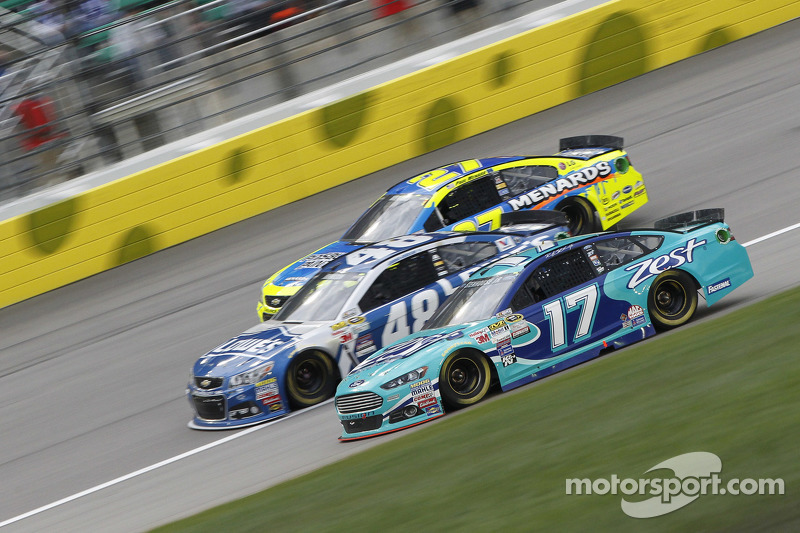 Paul Menard, Richard Childress Racing Chevrolet, Jimmie Johnson, Hendrick Motorsports Chevrolet and Ricky Stenhouse Jr., Roush Fenway Racing Ford
