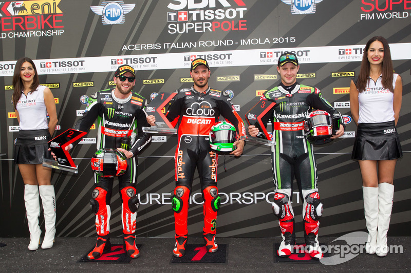 2. Tom Sykes, Kawasaki; Pole-Sitter Davide Giugliano, Ducati Team, und 3. Jonathan Rea, Kawasaki