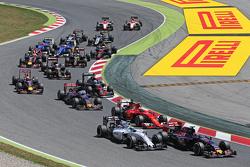 Макс Ферстаппен, Scuderia Toro Rosso STR10 и Фелипе Масса, Williams FW37 на старте гонки