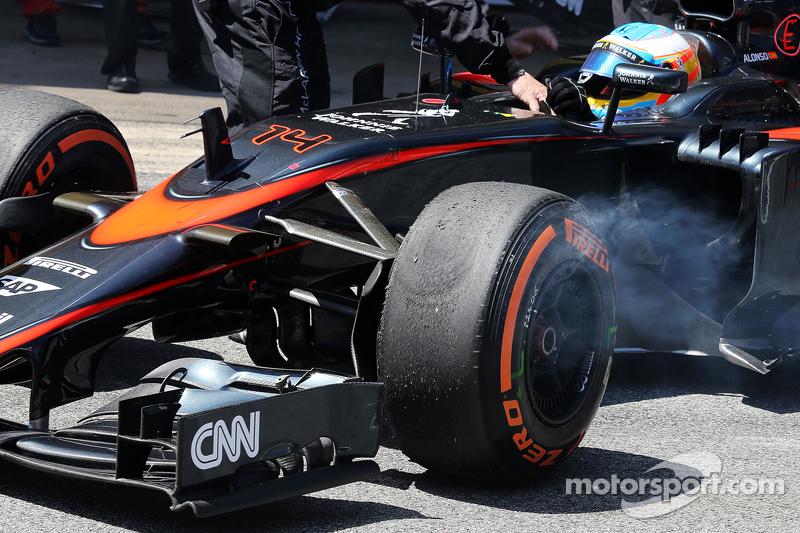 Fernando Alonso, McLaren MP4-30, gibt das Rennen auf