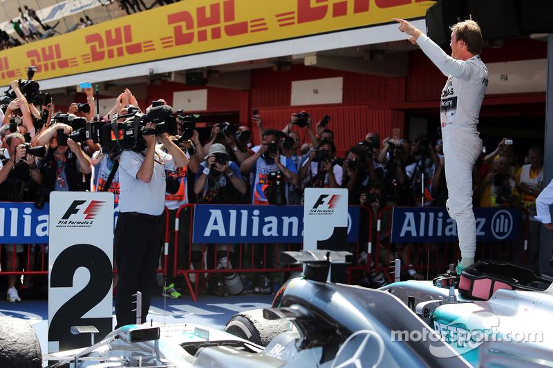 1. Nico Rosberg, Mercedes AMG F1 W06, feiert im Parc Fermé