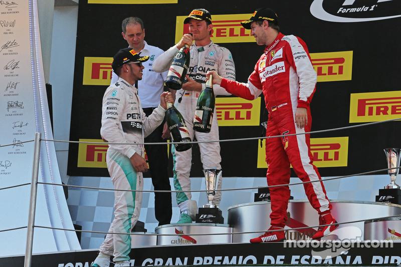 Podium: 2. Lewis Hamilton, Mercedes AMG F1; 1. Nico Rosberg, Mercedes AMG F1, und 3. Sebastian Vette
