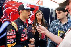 Пьер Гасли, тестовый пилот Scuderia Toro Rosso со СМИ