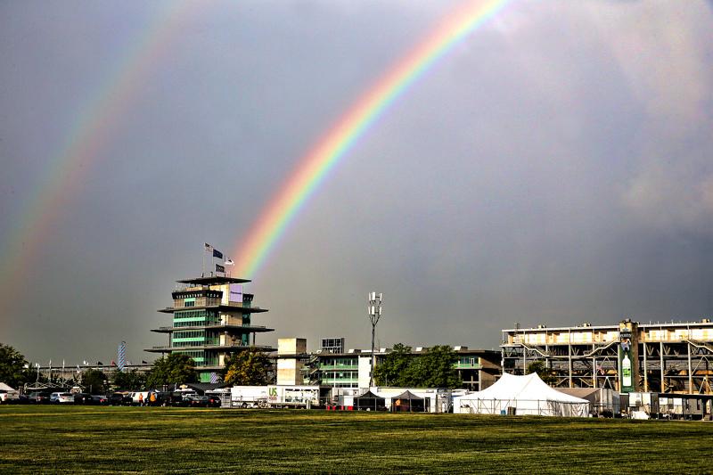 Pelangi ganda di atas langit Indianapolis