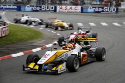 Arjun Maini, Van Amersfoort Racing Dallara Volkswagen, y Felix Rosenqvist, Prema Powerteam Dallara M
