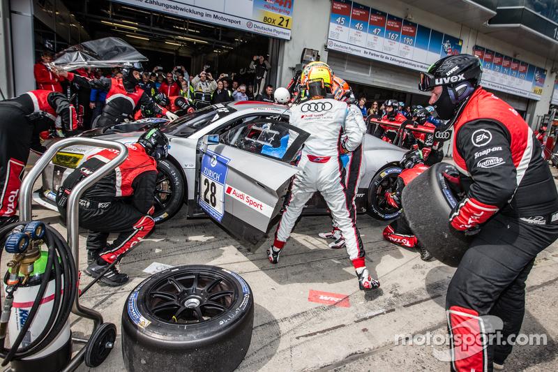 Letzter Boxenstopp für #28 Audi Sport Team WRT, Audi R8 LMS: Christopher Mies, Edward Sandström, Nic