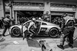 Letzter Boxenstopp für #28 Audi Sport Team WRT, Audi R8 LMS: Christopher Mies, Edward Sandström, Nico Müller, Laurens Vanthoor