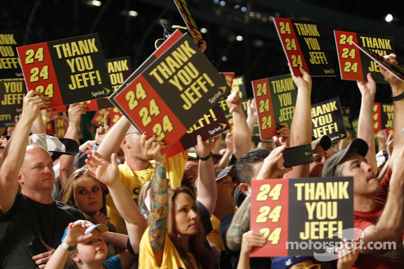 Fans bedanken sich bei Jeff Gordon