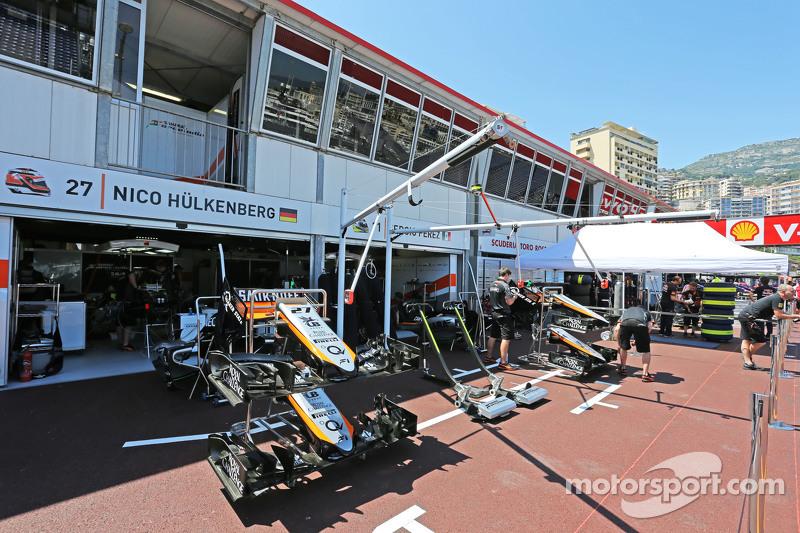 Sahara Force India F1 Team, Boxengaragen