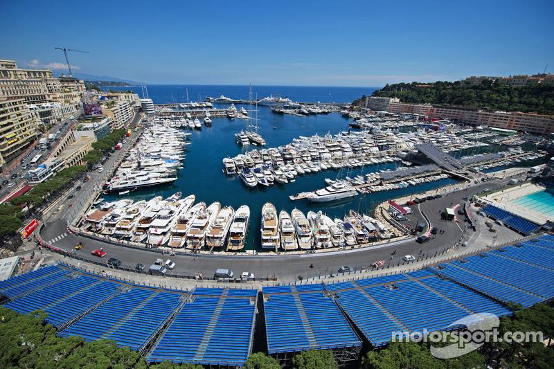 Kapal di Pelabuhan Monako yang indah