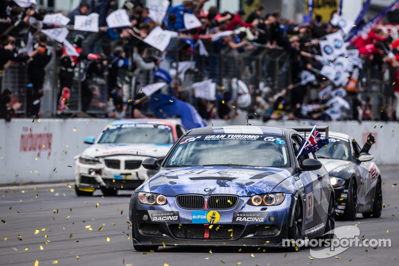 bendera kotak-kotak: # 51 Adrenalin Motorsport BMW 335i E92: Niels Borum, Maurice O  'Reilly, Michael Eden, Wayne Moore