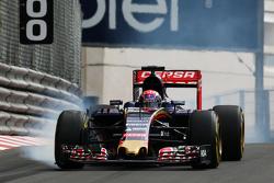 Max Verstappen, Scuderia Toro Rosso STR10 se bloquea en la frenada