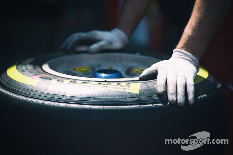 Sebuah ban Pirelli