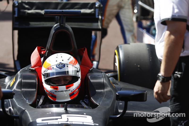 Мартін Брандл completes demonstration run of GP2 car з 18 inch Шини Pirelli