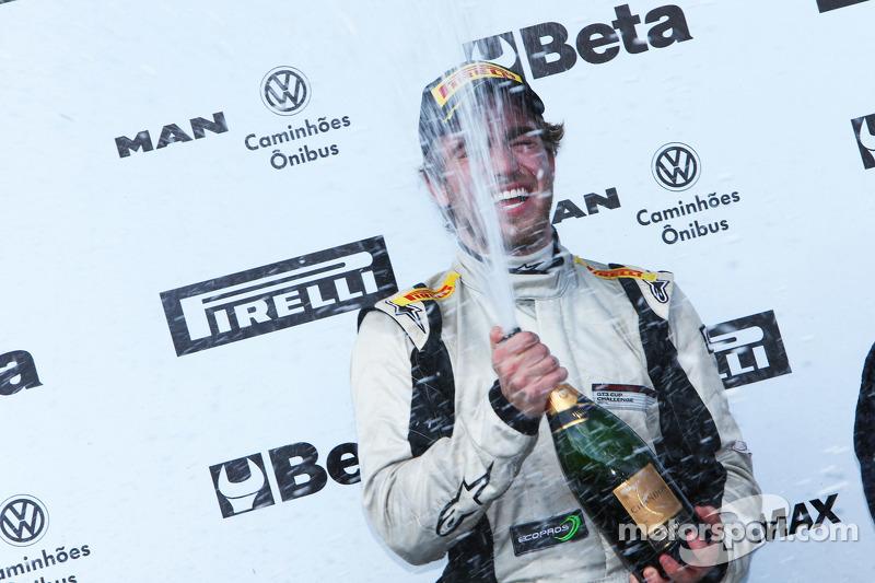 JP Mauro celebra