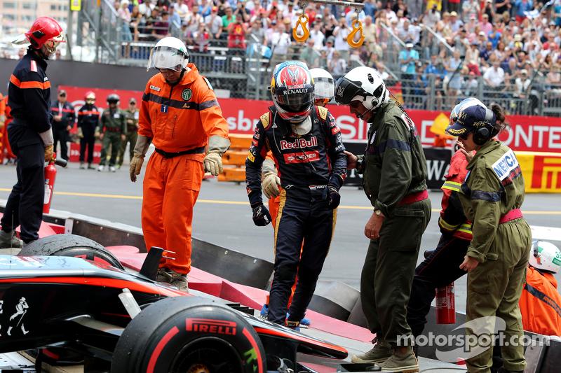Max Verstappen, Scuderia Toro Rosso accidente conRomain Grosjean, Lotus F1 Team