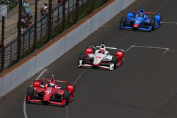 Scott Dixon, Chip Ganassi Racing Chevrolet, Simon Pagenaud, Team Penske Chevrolet and Tony Kanaan, Chip Ganassi Racing Chevrolet