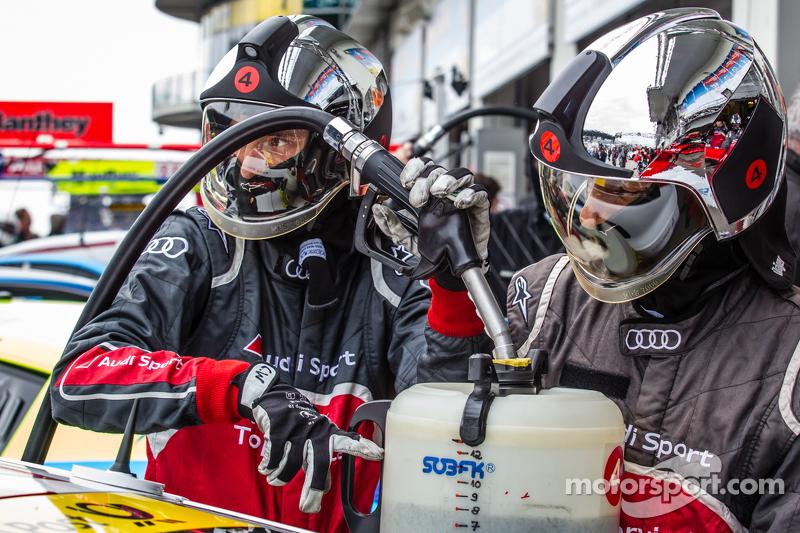 Phoenix Racing refuelers