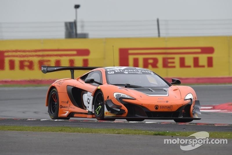 #58 VonRyan Racing McLaren 650S: Кевін Естре, Роб Белл, Шейн ван Гісберген