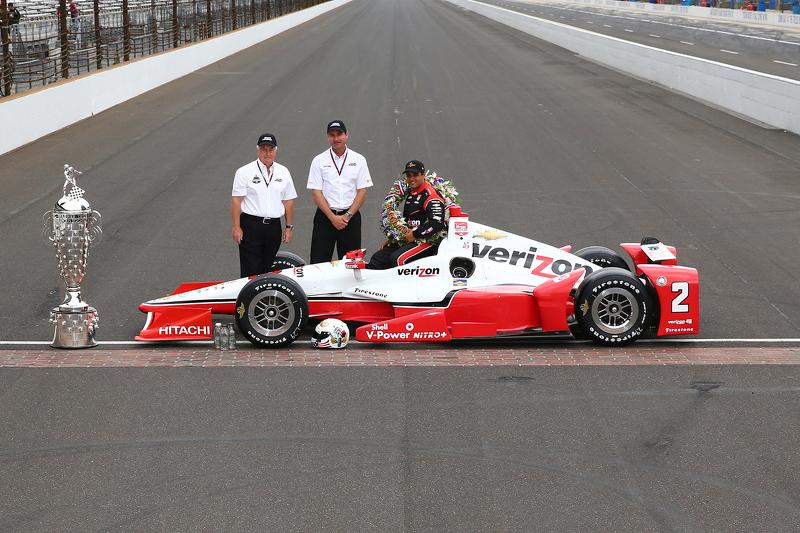 1. Juan Pablo Montoya, Team Penske, Chevrolet, während des Fotoshootings des Siegers