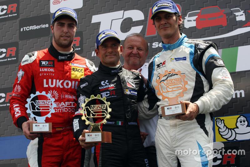 Podium: 1. Gianni Morbidelli, Honda Civic TCR, West Coast Racing; 2. Pepe Oriola, SEAT Leon, Craft B