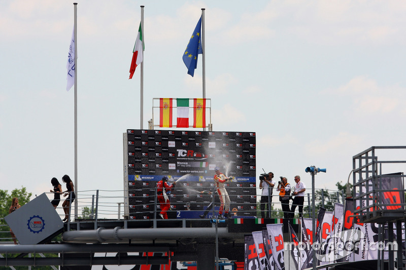 Podium: 1. Gianni Morbidelli, West Coast Racing; 2. Jordi Gene, SEAT Leon, Craft Bamboo Racing LUKOI