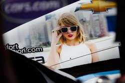 Тейлор Свифт на машине IndyCar