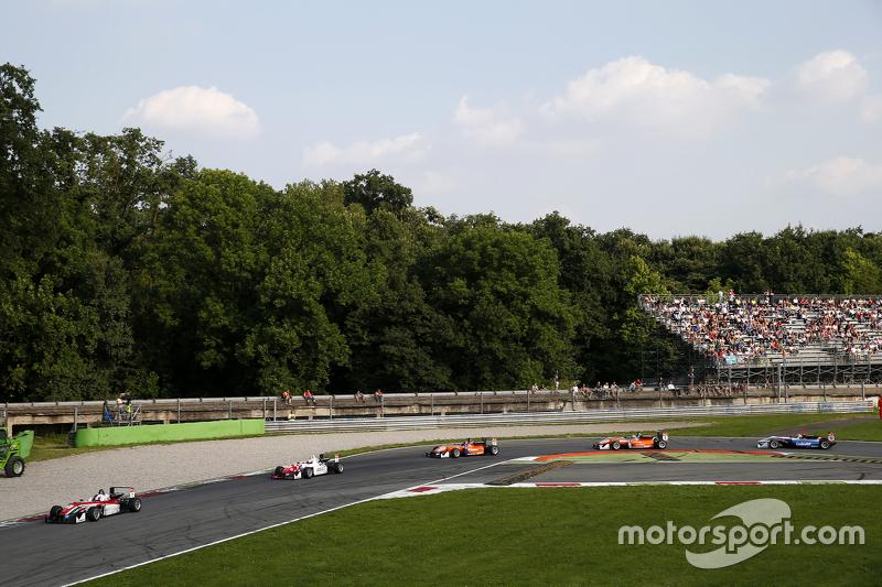 Felix Rosenqvist und Jake Dennis, Prema Powerteam, Dallara Mercedes-Benz, und Mikkel Jensen, Mücke Motorsport, Dallara Mercedes-Benz