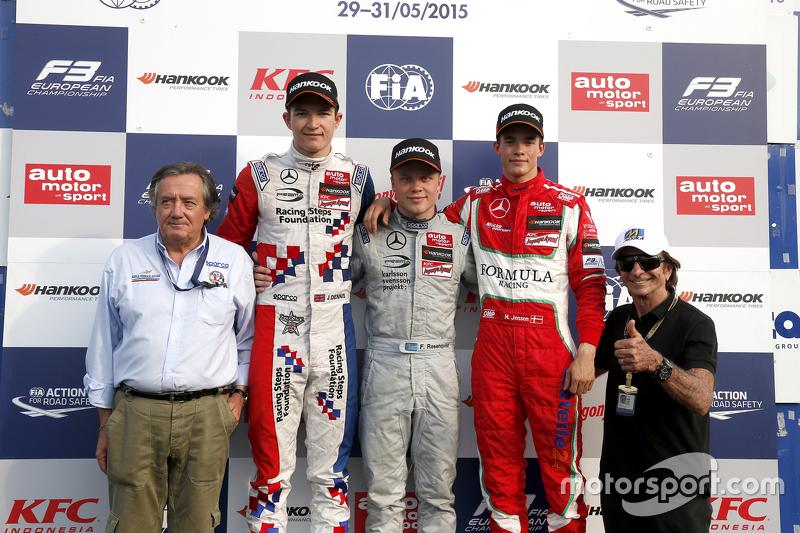 Podium: Giancarlo Minardi mit 2. Jake Dennis; 1. Felix Rosenqvist, Prema Powerteam, und 3. Mikkel Je