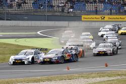 Старт гонки: Мигель Молина, Audi Sport Team Abt Audi RS 5 DTM и Маттиас Экстрем, Audi Sport Team Abt