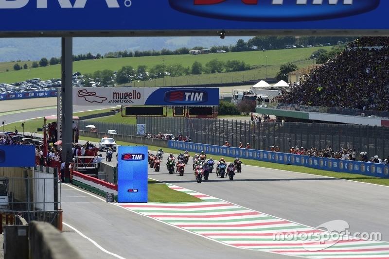 Start: Andrea Iannone, Ducati Team memimpin