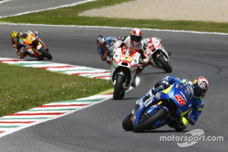 Maverick Viñales, Team Suzuki MotoGP, und Yonny Hernandez, Pramac Racing, Ducati