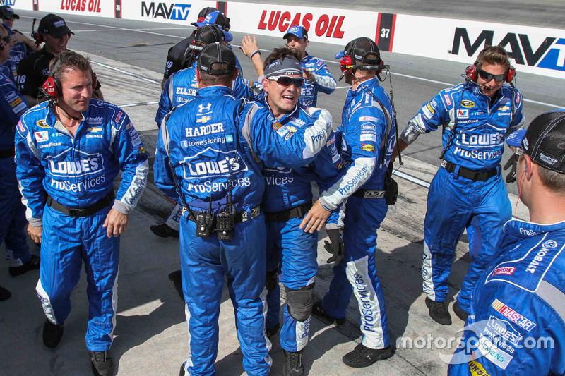 Die Crew von Hendrick Motorsports feiert
