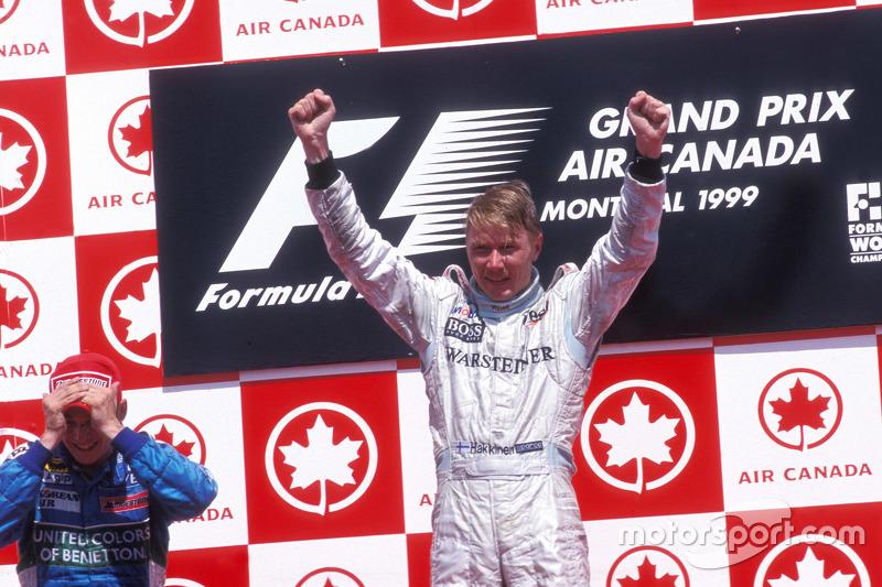 Подіум: переможець гонки Міка Хаккінен, McLaren, друге місце Джанкарло Фізікелла, Benetton