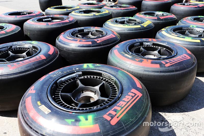 Шини Pirelli використані McLaren на піт-лейні