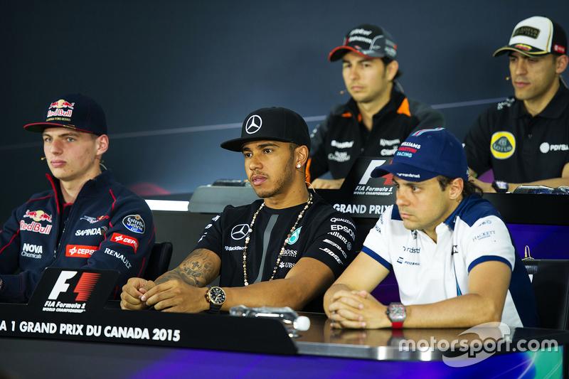 Макс Ферстаппен, Scuderia Toro Rosso; Льюїс Хемілтон, Mercedes AMG F1; та Феліпе Масса, Williams на пресс-конференції FIA