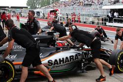 Нико Хюлькенберг, Sahara Force India F1 VJM08 и Серхио Перес, Sahara Force India F1 VJM08 в гаражах