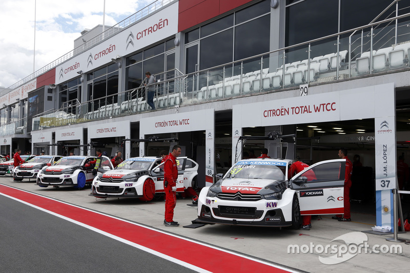 Citroën World Touring Car team area