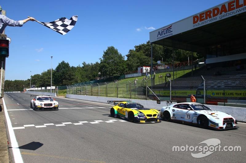 #73 MRS GT Racing Nissan GT-R Nismo GT3: Sean Walkinshaw, Craig Dolby juara